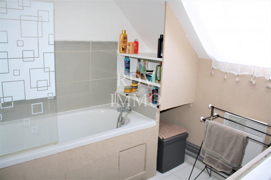 vente pavillon de 2010 offrant de beaux volumes avec d pendance. Black Bedroom Furniture Sets. Home Design Ideas